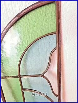 Ancien vitrail art-nouveau en forme de fer à cheval-fenêtre en verre multicolore