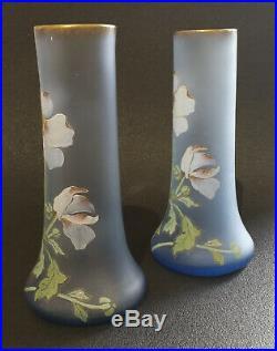Art Nouveau, vers 1900, Paire de vase en verre émaillé, décors aux anémones