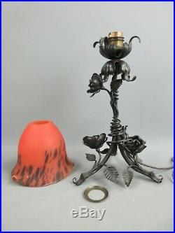 LAMPE FER FORGÉ ROSES ART NOUVEAU TULIPE PTE DE VERRE ROUGE NOIR H35 cm