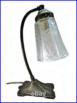 Lampe Art Déco Carrée avec tulipe en verre pressé