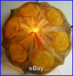 Plafonnier en verre, vasque sculptée de roses jaunes, signée ARTISTAR FRANCE