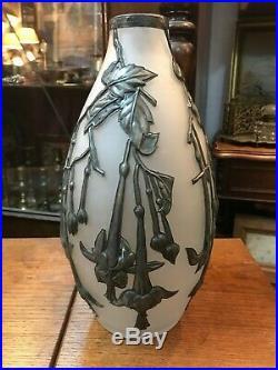 Superbe joli grand Vase Art Nouveau en Verre & étain signé W Baroz