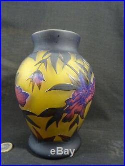 Vase de style art nouveau pate de verre signé GALLE